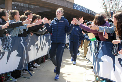 uconn-womens-basketball-fans-send-team-off-to-12th-straight-national-semifinals