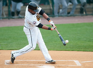 new-britain-bees-take-advantage-of-seventhinning-error-by-somerset-patriots-to-split-series