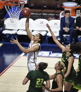 williams-returns-leads-uconn-womens-basketball-to-aac-title