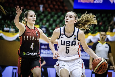 large-freshman-crowd-makes-uconn-womens-basketball-roster-historically-young
