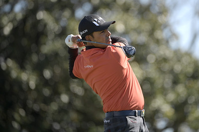 lahiri-with-boost-from-meditation-drops-10-strokes-from-opening-round-score-at-travelers-championship