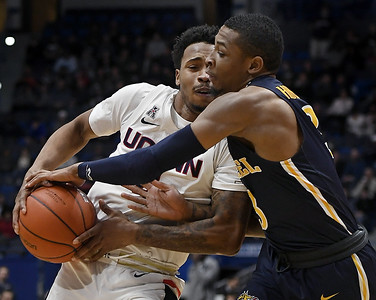 uconn-mens-basketball-looking-for-change-of-pace-in-aim-to-reduce-turnovers
