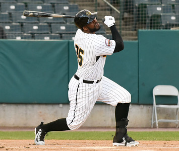new-britain-bees-snap-losing-streak-win-on-walkoff-hit-in-10th-inning