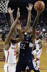 no-25-houston-holds-off-uconn-mens-basketball-in-regular-season-finale