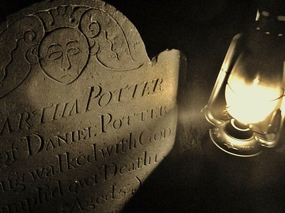 plymouth-burying-ground-lantern-tours-oct-21-and-28
