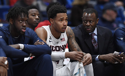 adams-out-46-weeks-for-uconn-mens-basketball-with-knee-injury