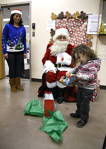 hra-united-way-collect-distribute-toys-to-kids