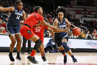 no-6-uconn-womens-basketball-hits-100point-mark-to-rout-cincinnati-in-matchup-of-aacs-top-two-teams