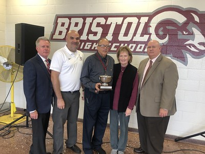 hernandez-receives-ralph-papazian-leadership-award-during-annual-breakfast-of-champions-event