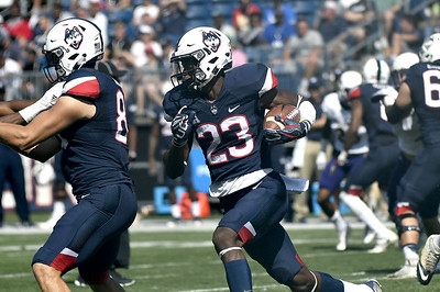football-preview-edsall-says-coaches-need-to-teach-uconn-how-to-win-as-it-gets-ready-to-play-memphis