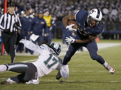 uconn-football-seeing-improved-newsome-as-season-nears