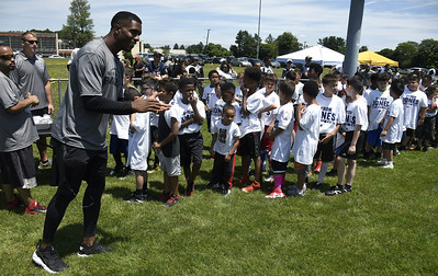 st-paul-alum-cowboys-cornerback-jones-gives-back-to-community-with-football-camp