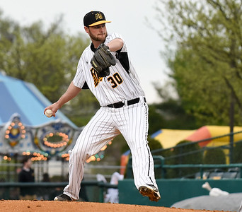 timely-hitting-pitching-leads-new-britain-bees-to-split-doubleheader-against-long-island-earn-series-win