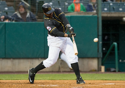 new-britain-bees-drop-tight-thrilling-fivegame-series-to-somerset-patriots