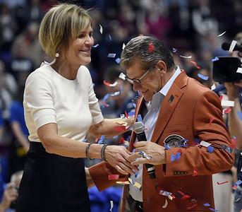 auriemma-becomes-fourth-womens-head-basketball-coach-to-reach-1000-wins-as-uconn-beats-oklahoma