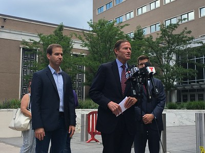 lamont-blumenthal-advise-families-on-how-to-prepare-for-ice-raid