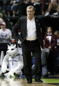 uconn-womens-basketballs-only-struggle-so-far-has-been-finding-a-way-home
