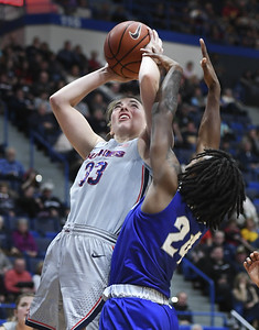samuelson-is-aplus-both-on-off-court-for-uconn-womens-basketball