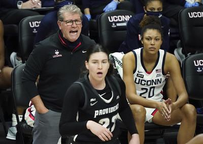 uconn-womens-basketball-coach-auriemma-looks-back-as-he-ties-tennessees-summitt-in-wins