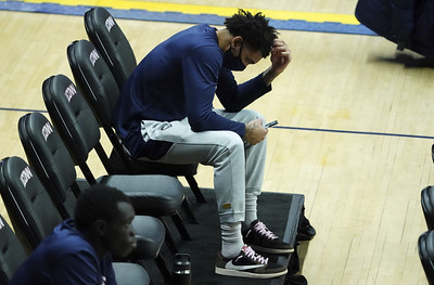 uconn-mens-basketball-offense-continues-to-struggle-in-bouknights-absence