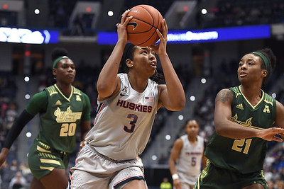 walker-in-elite-class-for-uconn-womens-basketball-after-aac-tournament-championship