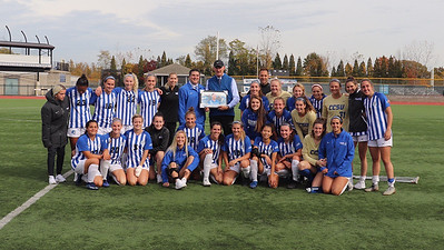 darcy-notches-200th-career-win-as-ccsu-womens-soccer-cruises-past-robert-morris