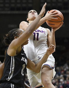 auriemma-dismayed-by-uconn-womens-basketballs-reaction-to-ucfs-physical-style-of-play