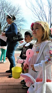 children-enjoy-a-downtown-newington-easter