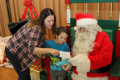 boys-letter-puts-a-smile-on-santas-face-at-rotary-event