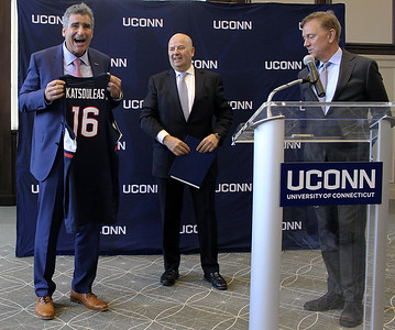 new-uconn-president-says-hes-committed-to-football-aac