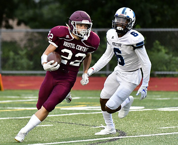 football-preview-pair-of-talented-sophomore-qbs-ready-to-face-off-tonight-as-bristol-central-plays-maloney