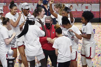 uconn-womens-basketball-waiting-wondering-as-it-awaits-ncaa-bracket