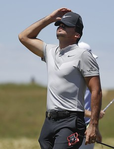 mcilroy-plays-just-well-enough-to-survive-cut-at-travelers-championship