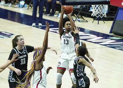 williams-busts-out-of-slump-no-2-uconn-womens-basketball-beats-georgetown