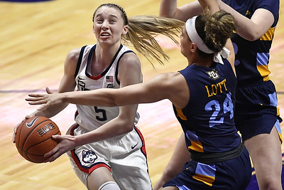 uconn-womens-basketball-excited-for-tournament-after-no-postseason-last-year