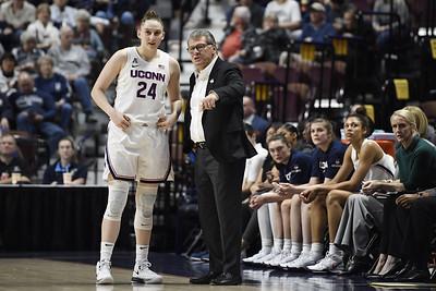 auriemma-keeping-uconn-womens-basketball-in-positive-mindset-after-team-shutdown