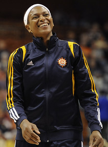 former-uconn-womens-basketball-star-jones-learning-ropes-as-coach-in-wnba