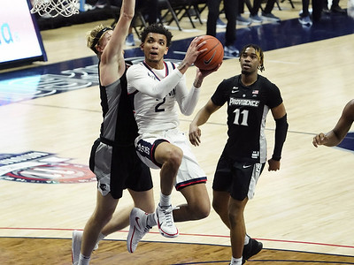 bouknight-brilliant-in-his-return-to-action-for-uconn-mens-basketball