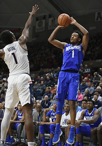 uconn-mens-basketball-cant-complete-rally-falls-to-memphis