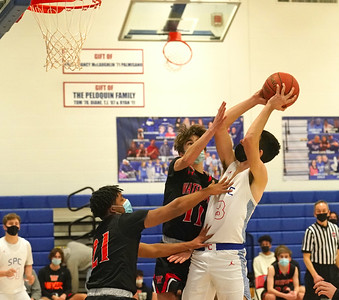 st-paul-boys-basketball-shows-off-3point-shooting-ability-in-easy-win-over-watertown