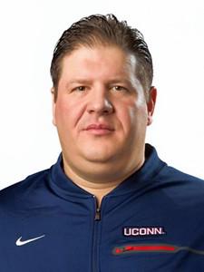 giufre-makes-debut-as-uconn-footballs-offensive-coordinator