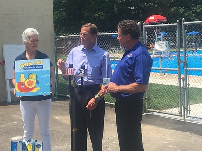 blumenthal-joins-the-leonards-at-mill-pond-pool-to-promote-safety