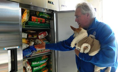 ct-humane-society-collects-pet-supplies-for-furloughed-government-workers