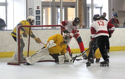 lastminute-goal-gives-plainvilles-pisa-cobras-win-over-bristols-east-coast-militia-in-opening-round-of-nutmeg-games-16u-roller-hockey-tournament