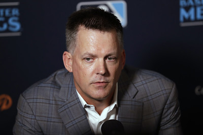 astros-manager-hinch-gm-luhnow-banned-for-season-for-signstealing-fired
