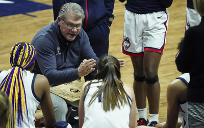 uconn-womens-basketball-to-play-future-home-game-against-arkansas