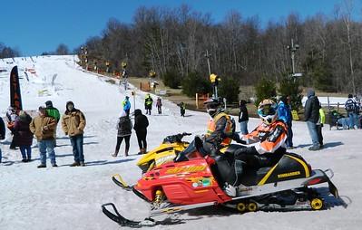 snowmobiling-meets-racing-at-mount-southington