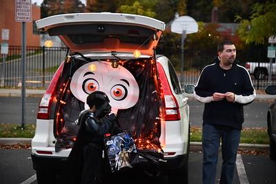 greenehills-kids-enjoy-early-halloween-at-trunk-or-treat