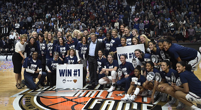 former-uconn-womens-basketball-players-return-to-witness-auriemmas-milestone-win