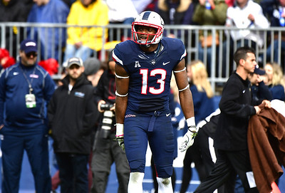 uconn-football-teams-defense-takes-hit-as-senior-linebacker-diggs-injures-knee